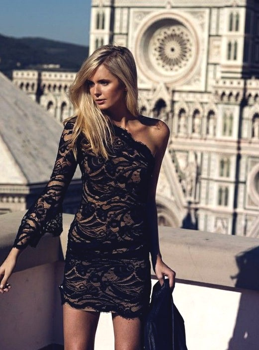 black-lace-dress-new-years-eve-party-outfit-ideas-min