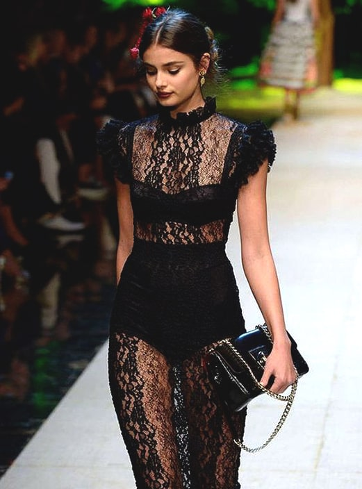 black-long-lace-dress-dolce-and-gabbana-runway-new-years-eve-dress-ideas-min