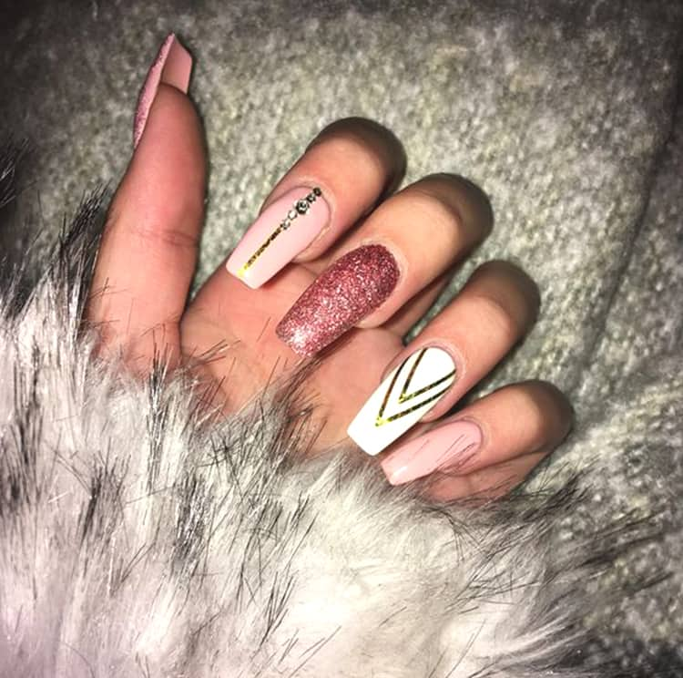 diamond-nail-art-design-glittery-rose-gold-nails-min