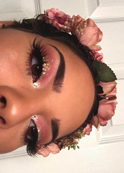glittery-eye-makeup-2019-makeup-trends-glittery-makeup-min