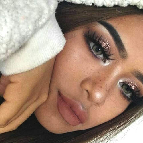 glittery-eye-makeup-trend-2019-makeup-trends-min