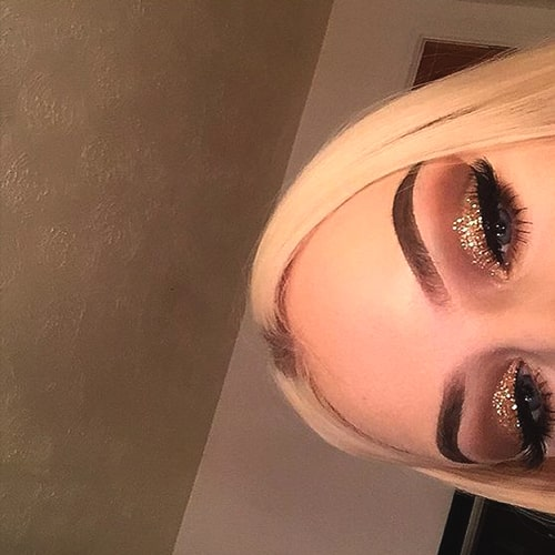 glittery-eyeshadow-makeup-2019-makeup-trends-min