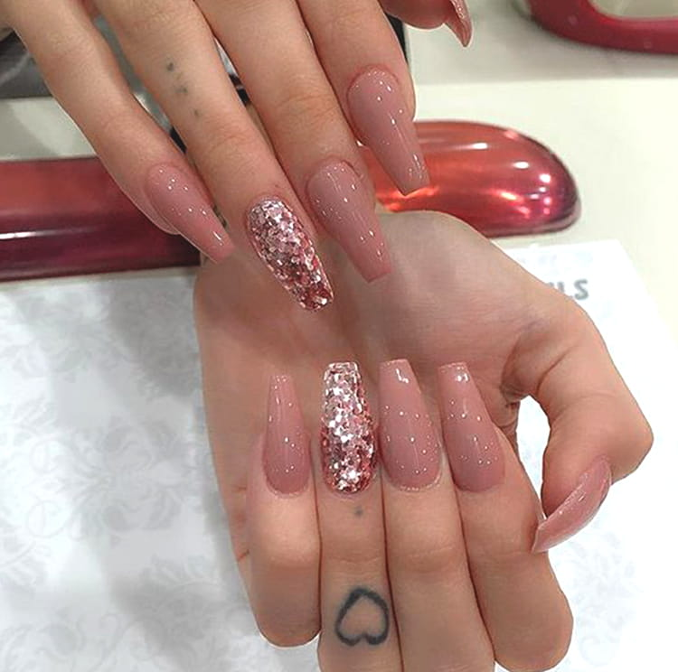glittery-rose-gold-nail-art-design-min