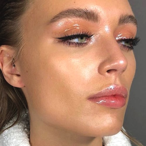 glossy-makeup-ideas-glossy-makeup-trend-2019-min