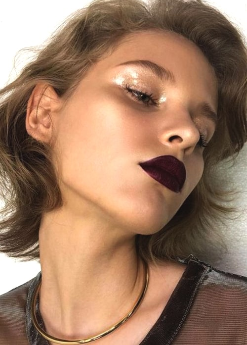 glossy-makeup-trend-2019-makeup-trends-min