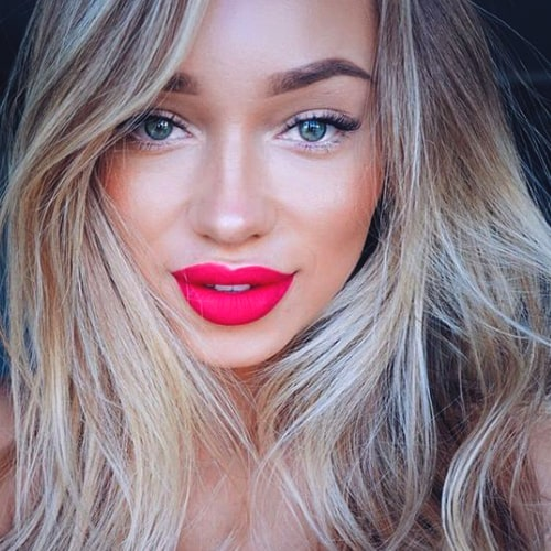 pink-bold-lips-makeup-trends-2019-min