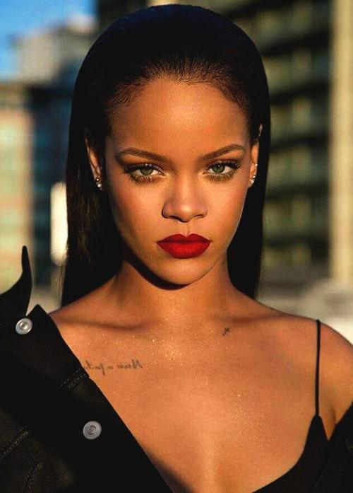 rihanna-red-bold-lipstick-makeup-2019-makeup-trends-min