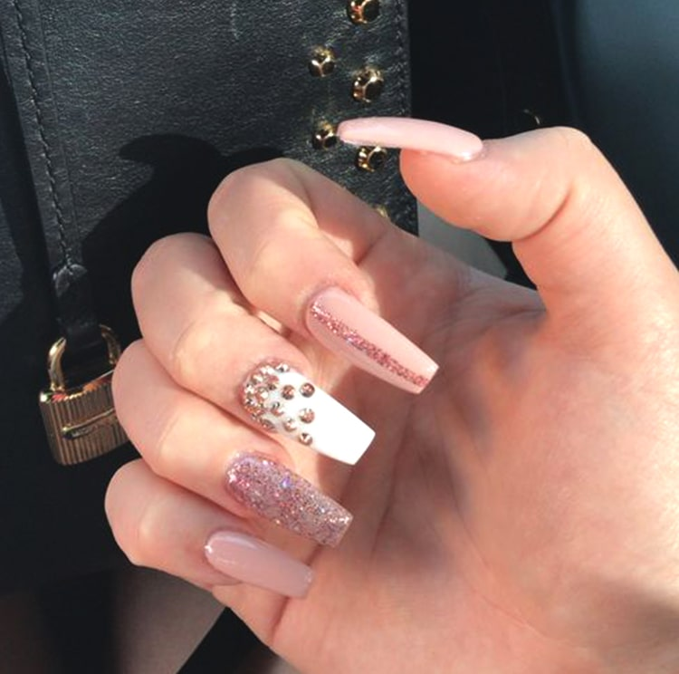 rose-gold-diamonds-nail-art-design-min
