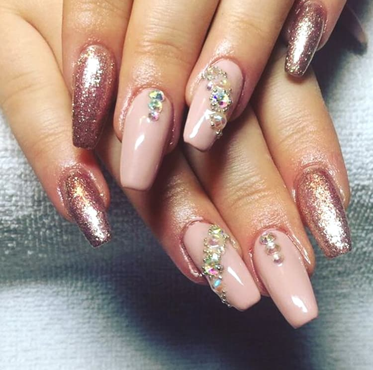rose-gold-glittery-and-diamonds-nail-art-design-min