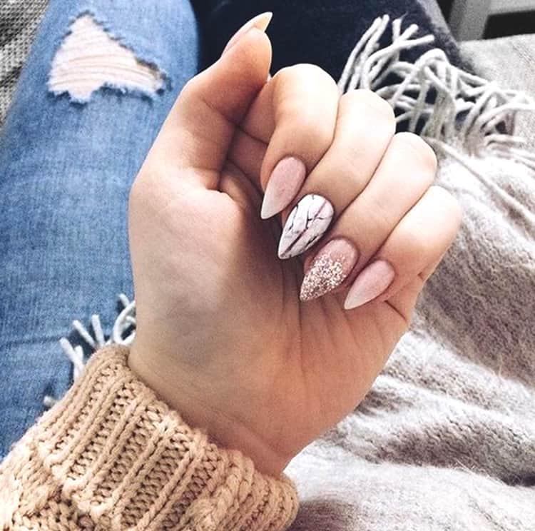 rose-gold-glittery-marble-nail-art-min