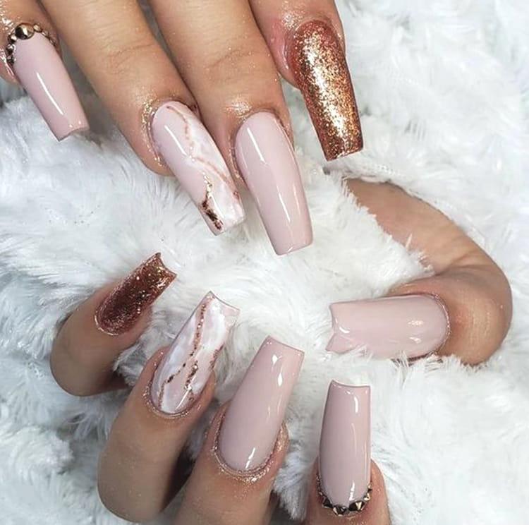rose-gold-nail-art-design-with-golden-gems-min