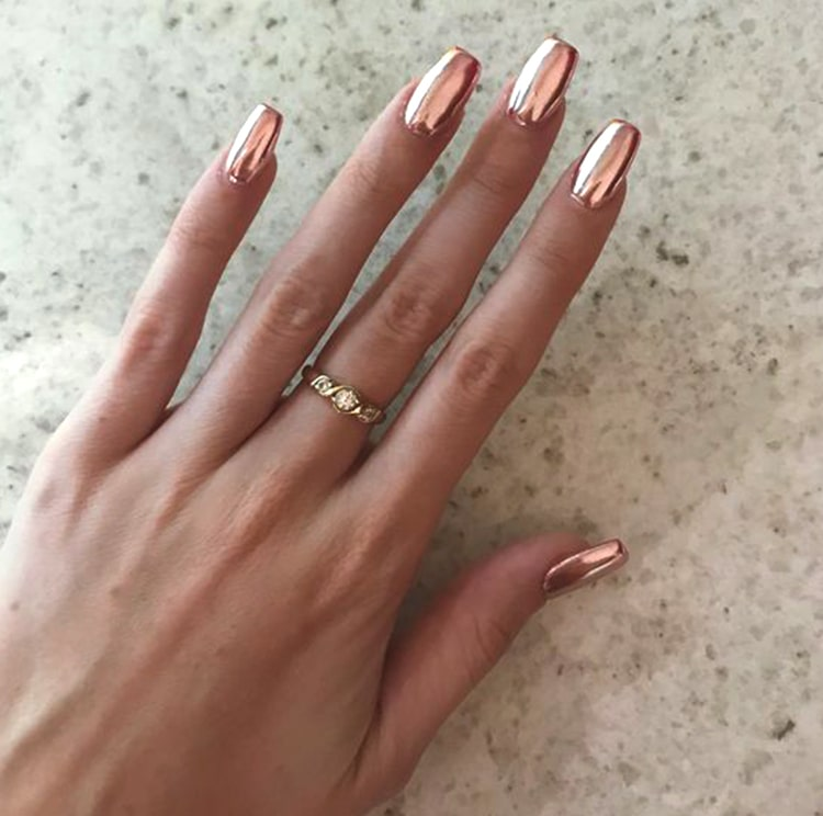 rose-gold-nail-design-chrome-nails-min