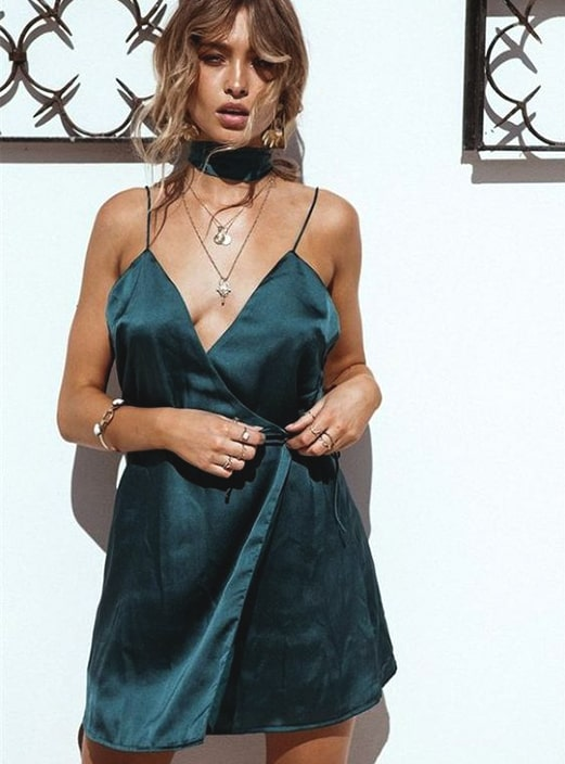 slip-dress-outfit-ideas-new-years-eve-party-min