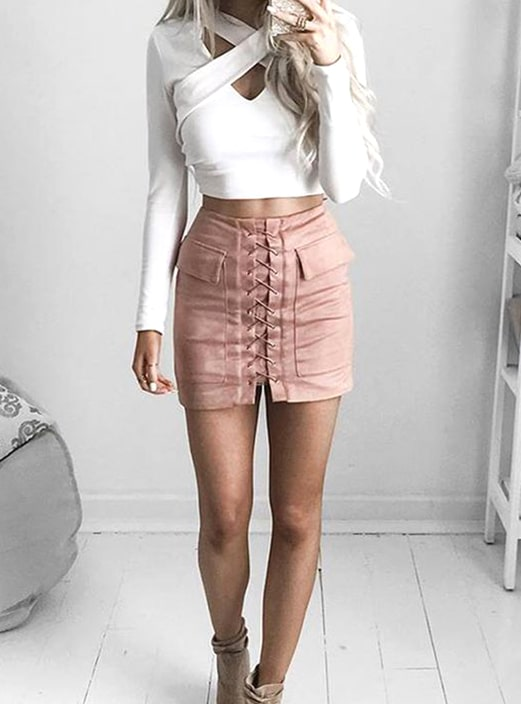 white-shirt-pink-mini-skirt-new-years-eve-outfit-ideas-min