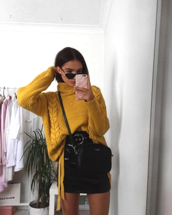 yellow-sweater-leather-skirt-outfit-cozy-new-years-eve-outfit-ideas-min