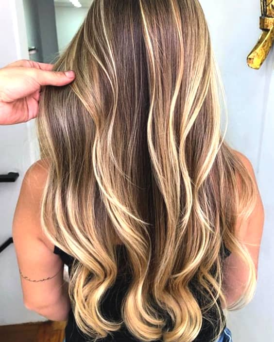 blonde-babylights-hair-color-trend-2019-min