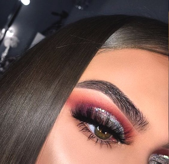 cranberry-glittery-eye-shadow-makeup-night-out-makeup-look-min