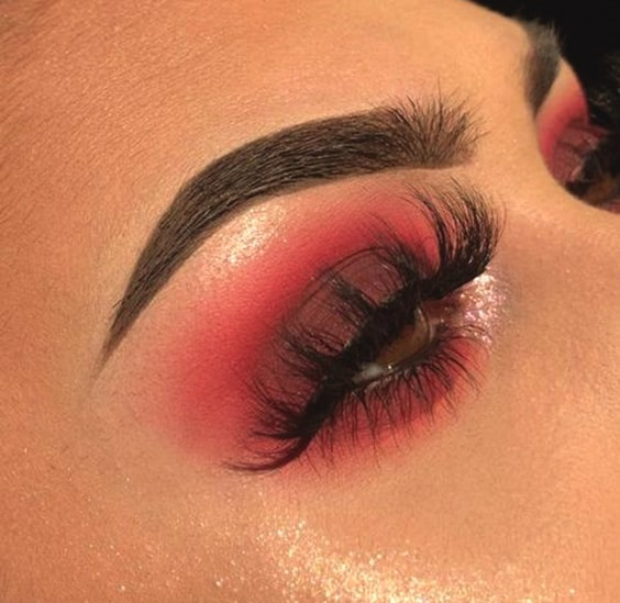 cranberry-smokey-eye-makeup-look-night-out-makeup-ideas-min
