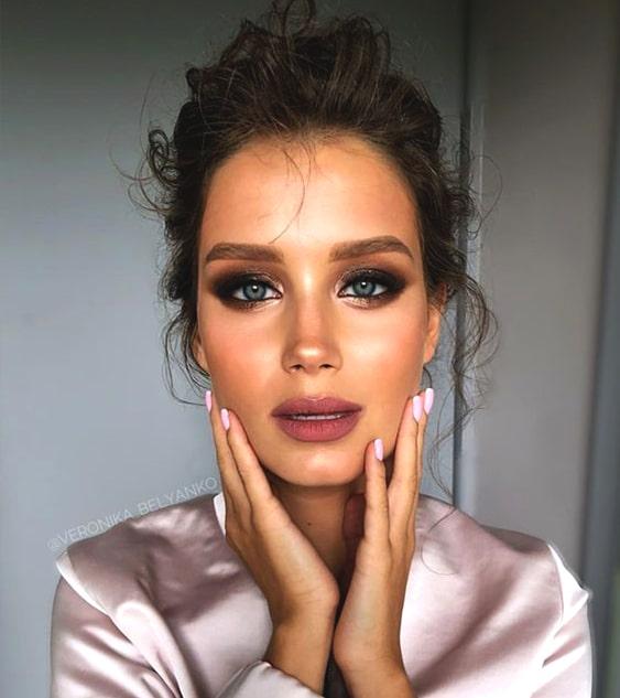 dark-smokey-eye-makeup-night-out-look-min