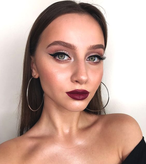 glittery-eye-makeup-burgundy-lips-makeup-look-night-out-looks-min