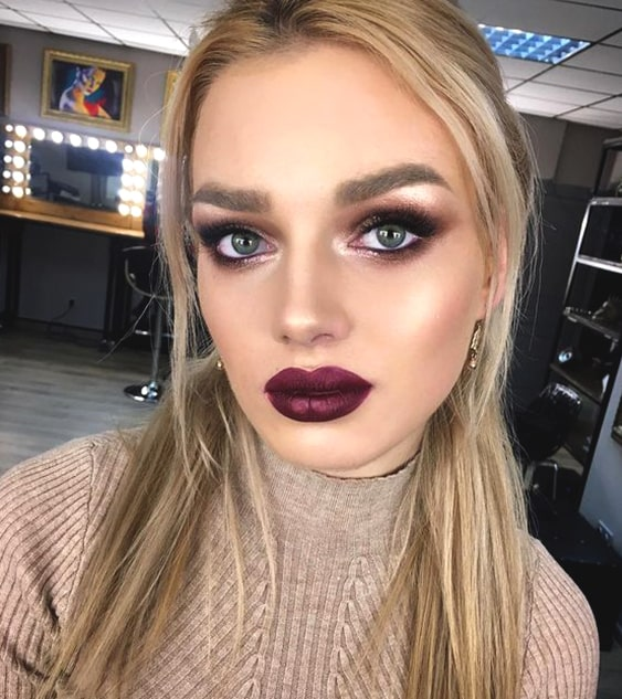 glittery-eyeshadow-bold-lipstick-makeup-look-night-out-ideas-min