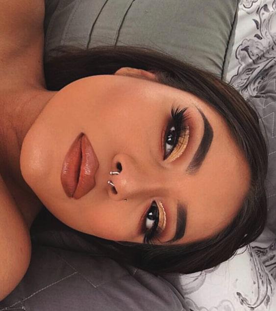 gold-glittery-eye-makeup-look-night-out-makeups-min