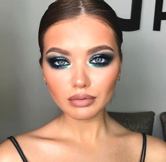 green-and-bold-makeup-idea-night-out-look-min
