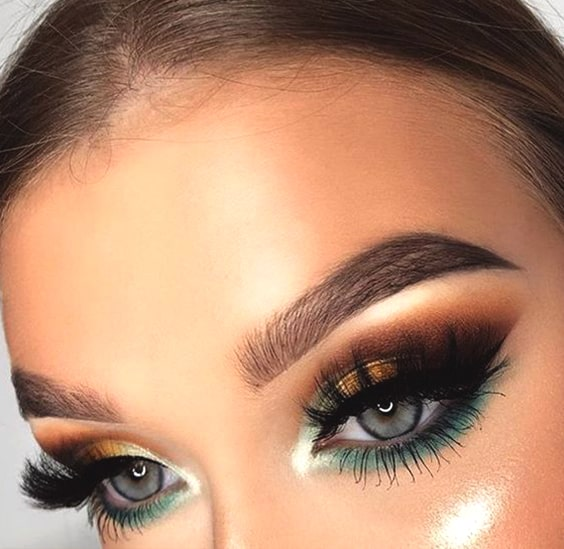 green-and-gold-bold-eyeshadow-makeup-look-night-out-makeup-min