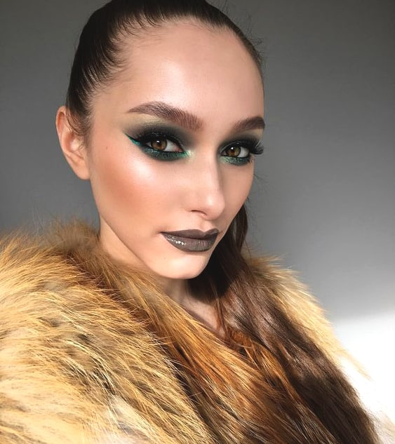 green-bold-eyeshadow-makeup-for-night-out-min