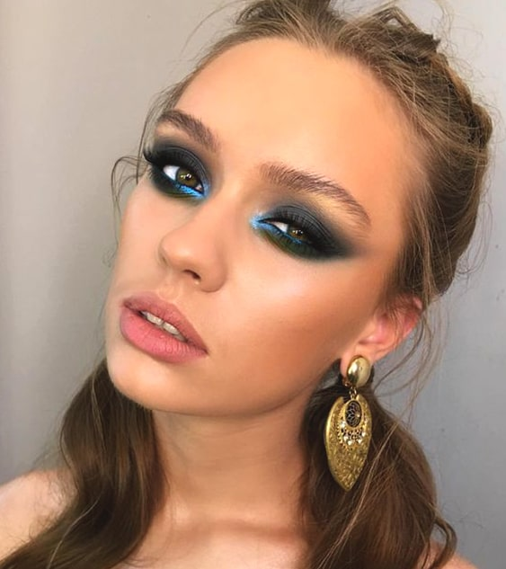 navy-blue-and-green-smokey-eye-makeup-for-night-out-min