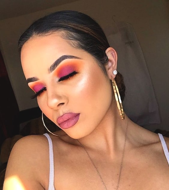 ombre-lips-pink-makeup-look-night-out-makeup-ideas-min