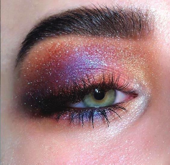 purple-glittery-eyeshadow-look-night-out-makeup-ideas-min