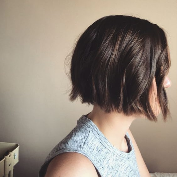 blunt-bob-wavy-bob-hairstyle-haircut-trends-min