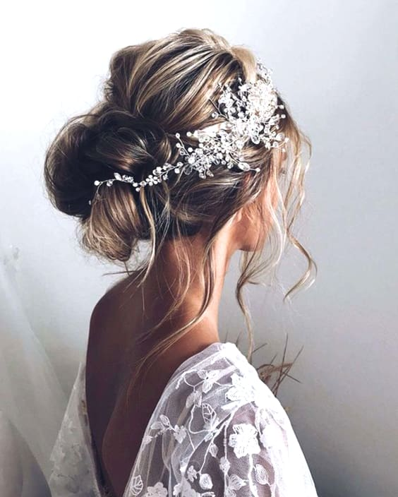 boho-messy-hairstyle-trends-2019-min