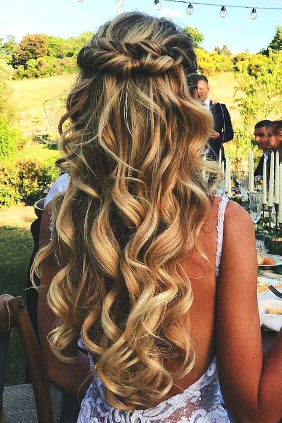curly-blonde-bridal-hairstyle-2019-min