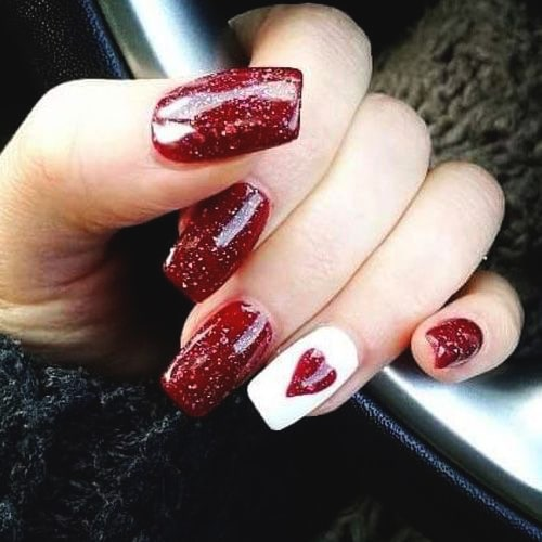 glittery-heart-nail-design-valentines-day-diy-nails-min