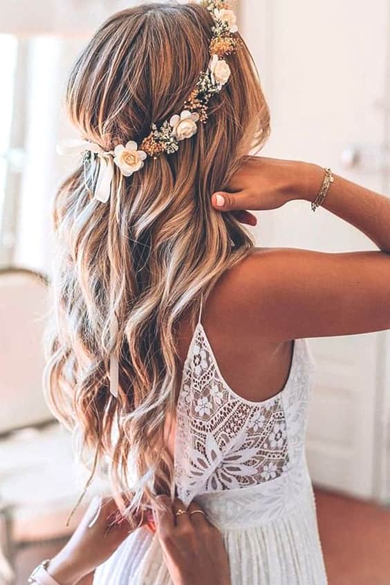 loose-curly-wedding-haristyle-ideas-min