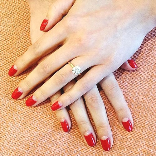 red-moon-nails-valentines-day-diy-nail-design-ideas-min