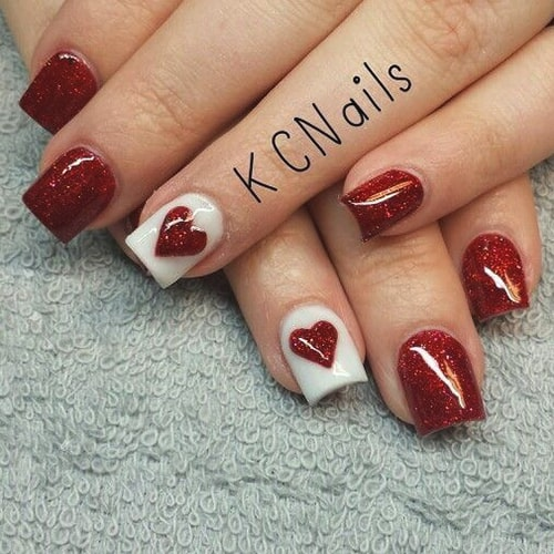 valentines-day-diy-nail-design-glitter-heart-nails-min