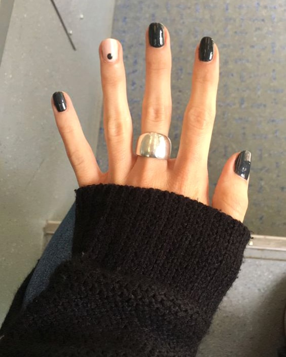 valentines-day-diy-nail-designs-black-dotted-nail-design-idea-min