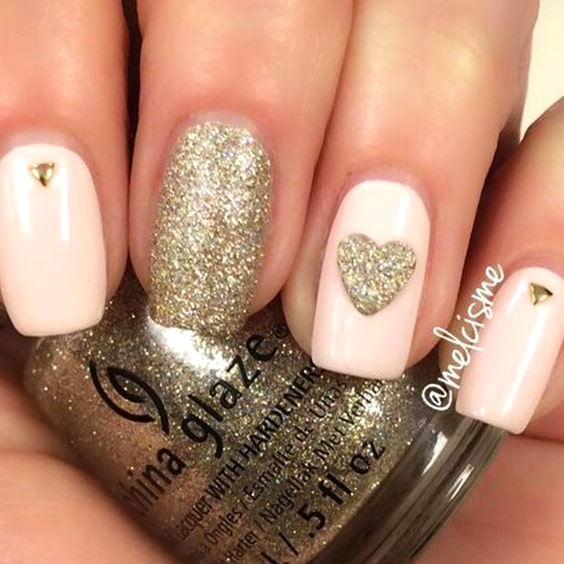 valentines-day-diy-nail-designs-golden-heart-tips-min