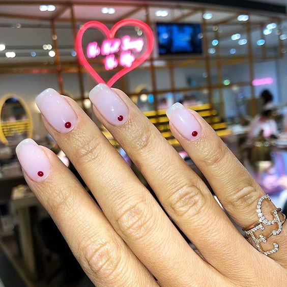 valentines-day-minimal-dotted-nails-min