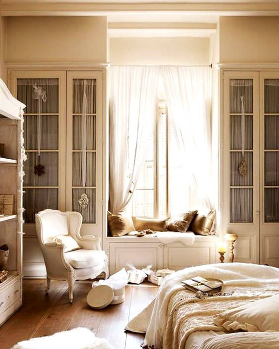 french-master-bedroom-style-home-decorating-min