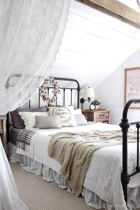 simple-farmhouse-bedroom-design-min