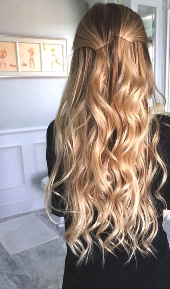 warm-honey-blonde-hair-spring-hair-trends-min